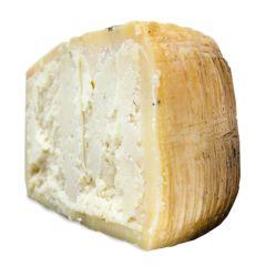 Moliterno al tartufo (sheep's milk)